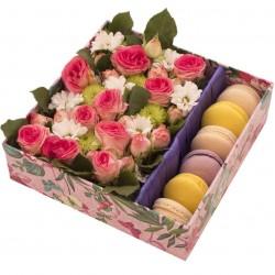 """Коробка с цветами """"Сладкая фантазия"""""""