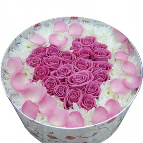 """Коробка с цветами """"Люблю…"""""""